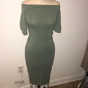 Off shoulder body dress